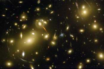"""خوشه ای از کهکشان ها به نام """"Abell 2218"""""""
