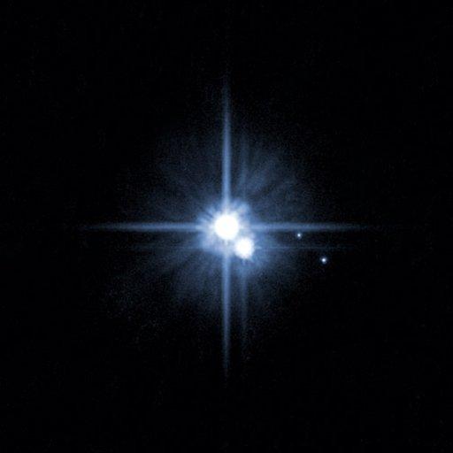 پلوتو به همراه سه قمر ش کارن،هیدرا و نیکس