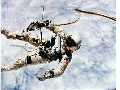 اد وایت فضانورد جمینی4،اولین راهپیمایی فضایی امریکا