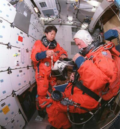 آخرین لباس های پروازی که در طی پرتاب و ورود به جو  استفاده می شد