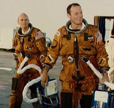 لباس های پروازی که در ماموریت های آغازین شاتل فضایی استفاده می شد